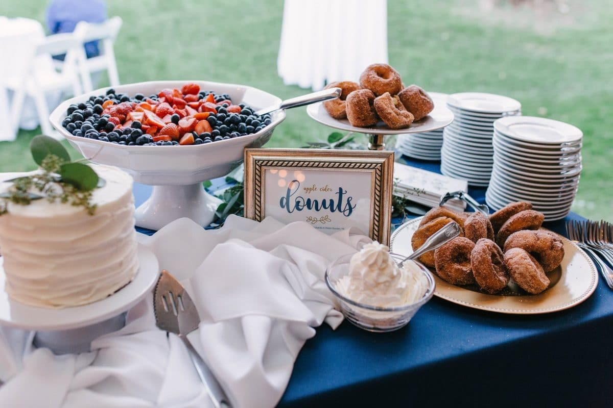 Wedding-dessert-apple-cider-donuts